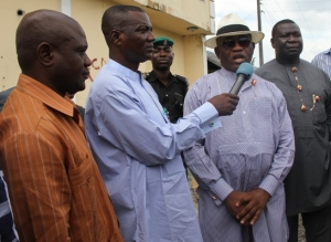 The Deputy Governor of Bayelsa State, Rear Admiral John Jonah (Rtd) (2nd R), speaking to newsmen, shortly before the demolition of a one-storey building  (at the background) belonging to the Governor of Bayelsa State, at Opolo, Yenagoa. With the Deputy Governor are: From Left:  D.G, SACA, Dr. Temple Iluma, Commissioner for Works, Mr. Lawrence Ehwrudjakpor, and the Commissioner for Information, Deacon Markson Fefegha